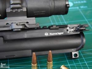 Il lato sinistro del receiver ed il logo del produttore inciso a laser
