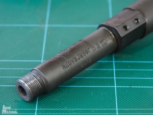La parte terminae della canna che presenta le marcature del produttore, sia la finitura esterna della canna che le marcature nn sono molto curate