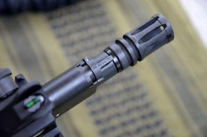 La presa gas,notare la scritta FIRE quando si spara in modalità di fuoco non moderato acusticamente