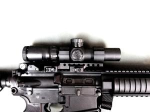 La Samson DMR con anelli da 35 mm ed un ottica IOR, altezza e posizione sono perfettamente compatibili con le misure di un AR